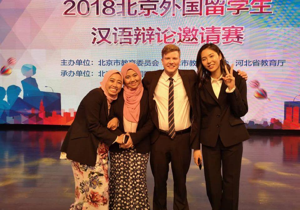 Penuntut Malaysia juara debat bahasa Mandarin