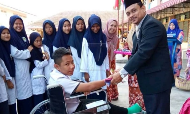 Guru SK Cherang Ruku bantu bawa murid sakit duduki UPSR